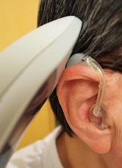 電話の仕方(耳かけ型の場合)